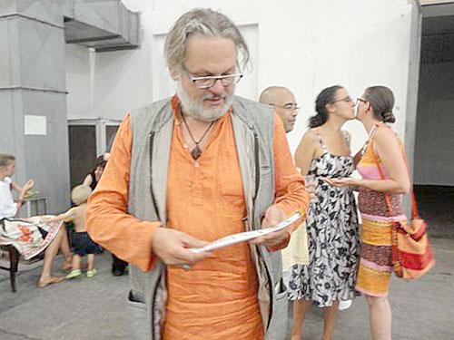 Großansicht Der Grazer Künstler Elmar Gubisch