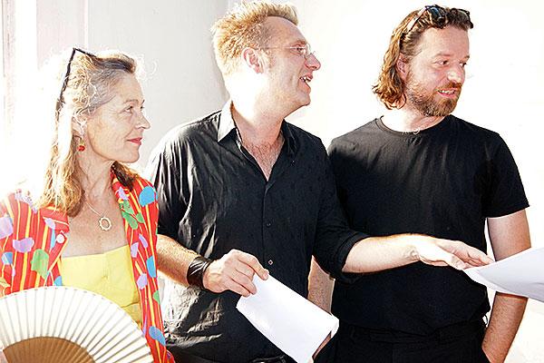 Großansicht Kuratorin Franziska Helmreich, Andreas L. Hofbauer und Niko Sturm
